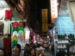 さまざまな商店が立ち並ぶ女人街